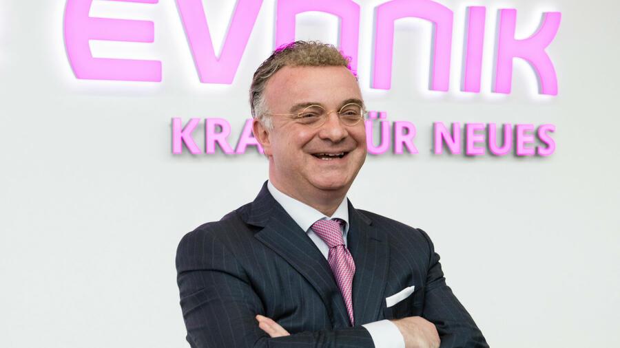 Evonik: Bonding with Constructive Debate