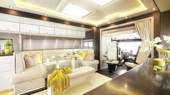 luxus wohnmobile pomp ses reisen auf truckr dern. Black Bedroom Furniture Sets. Home Design Ideas