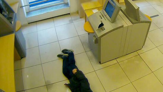 Hilfloser Mann in Bankfiliale: Staatsanwaltschaft klagt