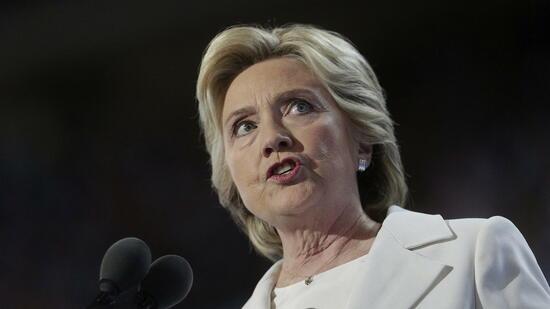 Weil sie während ihrer Zeit als Außenministerin dienstliche E-Mails von ihrem Privataccount schrieb, steht Clinton in der Kritik. Die Republikaner werfen ihr nun Meineid vor. Quelle: dpa
