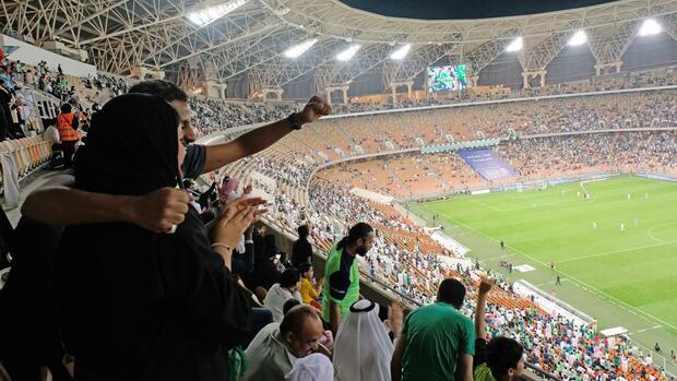 Saudi-Arabien: Frauen dürfen erstmals Fußballspiel besuchen