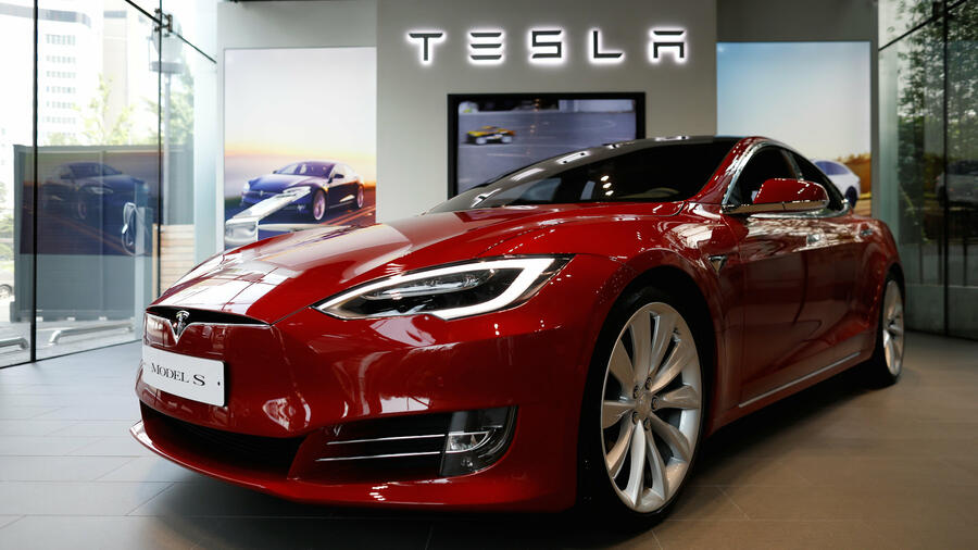 Luxury Car Segment Tesla Model S Outsells Mercedes S Class And Bmw
