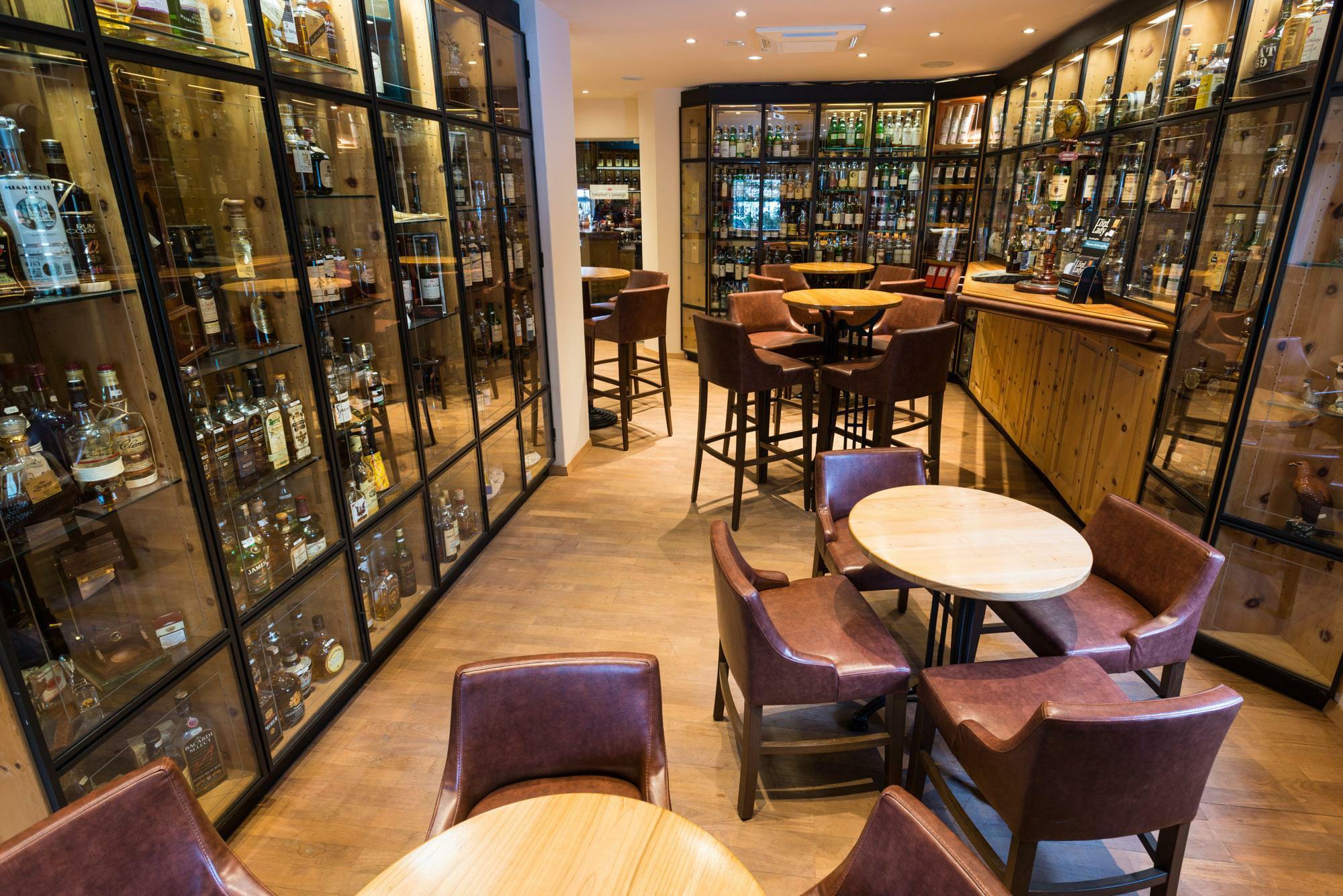 In dieser Bar steht der bekannteste gefälschte Whisky der Welt