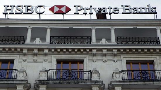 Der Schweizer Ableger der britischen Großbank gerät ins Visier der Steuerfahnder. Quelle: dpa