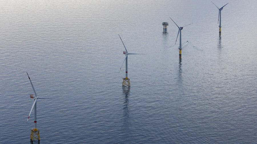 Windräder eines Offshore Windparks. Quelle: ap