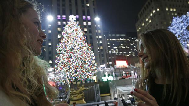weihnachtsbaum mit swarovski spitze es leuchtet und. Black Bedroom Furniture Sets. Home Design Ideas