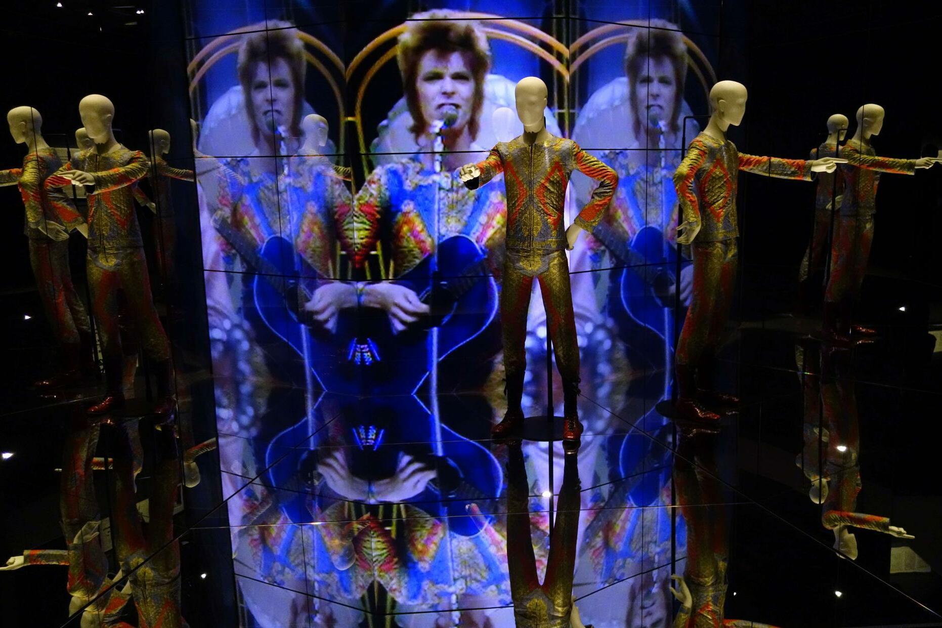 Der ziggy stardust jumpsuit designed von freddie burretti im jahr 1972