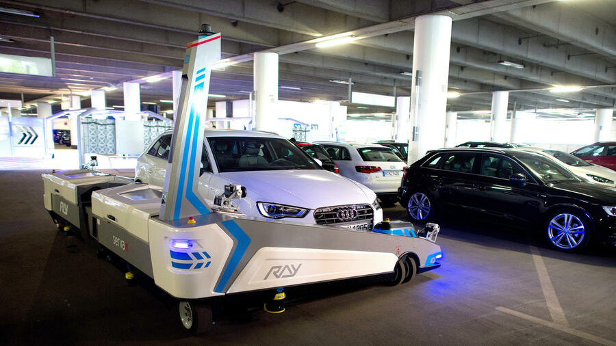parkhaus 2 0 roboter parken autos am d sseldorfer flughafen. Black Bedroom Furniture Sets. Home Design Ideas