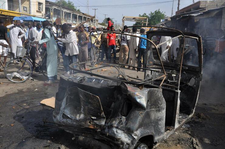 Auf einem Markt in der nigerianischen Stadt Maiduguri haben sich zwei Attentäterinnen in die Luft gesprengt. Sie rissen mindestens 30 Menschen mit in den Tod. Quelle: ap