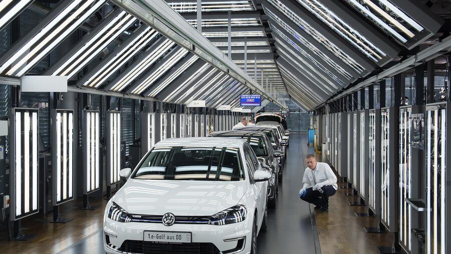d93c976b169a EU Regulations  Carbon Rules Nudge VW Toward Green Goals
