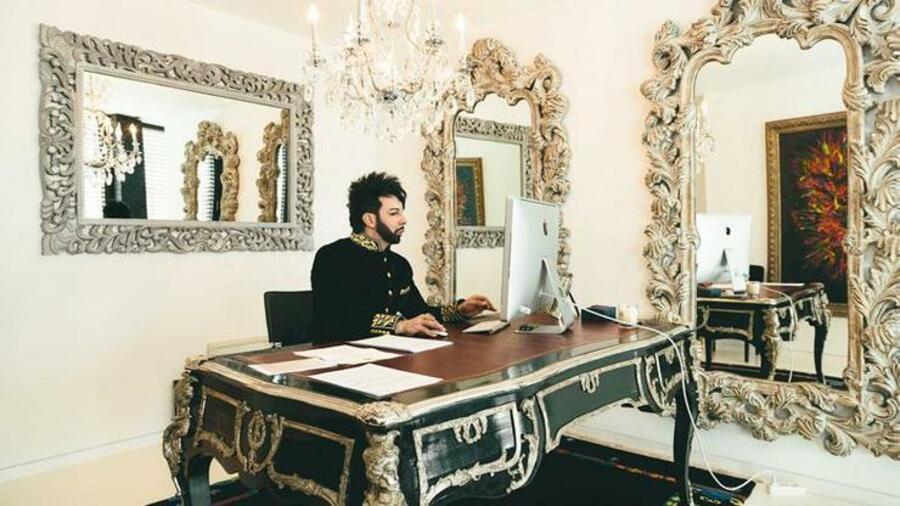 Chaotischer schreibtisch  Arbeitsplätze: Ein chaotischer Arbeitsplatz kann zum ...