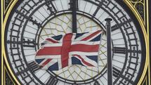 A British Union flag flutters in front of one of the clock faces of the 'Big Ben' clocktower of The Houses of Parliament in central London, Britain, February 22 , 2016. Prime Minister David Cameron will try to sell his case for Britain remaining in the European Union to parliament on Monday, facing hostility from his own lawmakers and an exit campaign energised by the backing of London Mayor Boris Johnson. REUTERS/Toby Melville Quelle: Reuters
