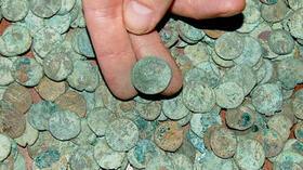 Jahrhundertfund Schatzsucher Findet 52 000 Antike Münzen