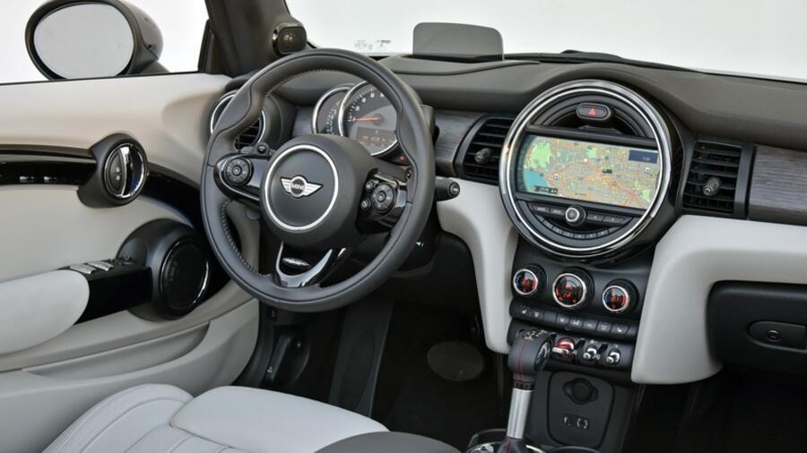 erste ausfahrt im neuen mini cabrio lustvolles zwischengas frotzeln. Black Bedroom Furniture Sets. Home Design Ideas