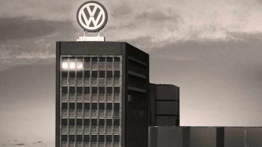 Volkswagen is stuck in the past, and needs to change its corporate culture, a senior Deutsche Bank executive said in an interview with Handelsblatt.