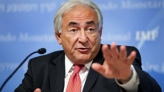 huGO-BildID: 19954150 International Monetary Fund's Managing Director Dominique Strauss-Kahn answers questions during his press conference after the IMF Executive Board approved a major overhaul of quotas and governance at the IMF Headquarters in Washington, DC, USA, on 05 November 2010. Strauss-Kahn said 'This historic agreement is the most fundamental governance overhaul in the Fund's 65-year history and the biggest ever shift of influence in favor of emerging market and developing countries to recognize their growing role in the global economy' after the Executive Board's decision. EPA/STEPHEN JAFFE / IMF HANDOUT EDITORIAL USE ONLY +++(c) dpa - Bildfunk+++ Quelle: dpa