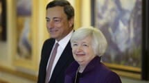 Federal Reserve Chair Janet Yellen, right, and European Central Bank President Mario Draghi walk together during the Jackson Hole Economic Policy Symposium at the Jackson Lake Lodge in Grand Teton National Park near Jackson, Wyo. Friday, Aug. 22, 2014. (AP Photo/John Locher) Quelle: AP