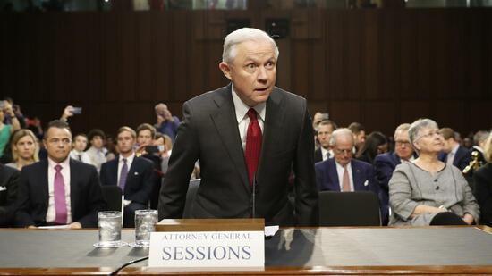 US-Justizminister Jeff Sessions hat sich am Dienstag den Fragen des Geheimdienstausschusses im US-Senat gestellt. Quelle AP