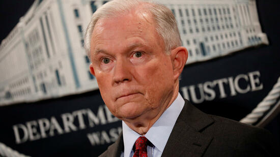 Trotz Trumps Kritik: US-Justizminister Sessions hält an seinem Posten fest