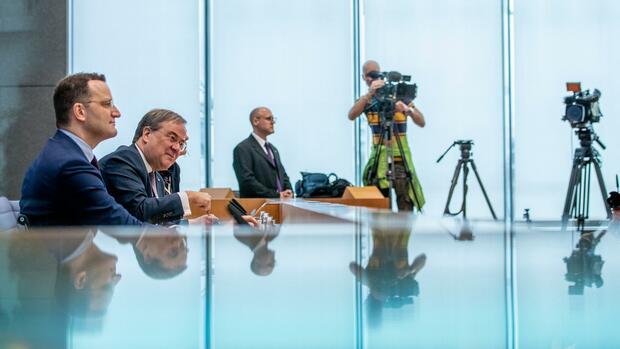 Bundesvorstand und Kanzlerkandidatur: Kampf um CDU-Spitze: Laschet und Spahn verbünden sich gegen Merz