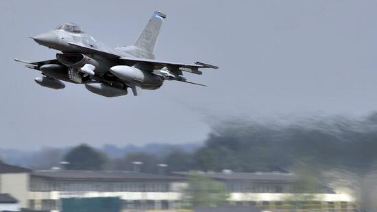 Nato-Kampfjet zu nah an Ministermaschine