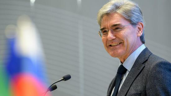 Siemens-Chef Kaeser besucht Turbinenwerk
