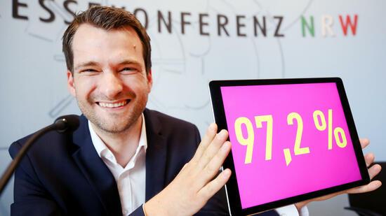 Schwarz-gelber Koalitionsvertrag Laschet und Lindner besiegeln Zusammenarbeit