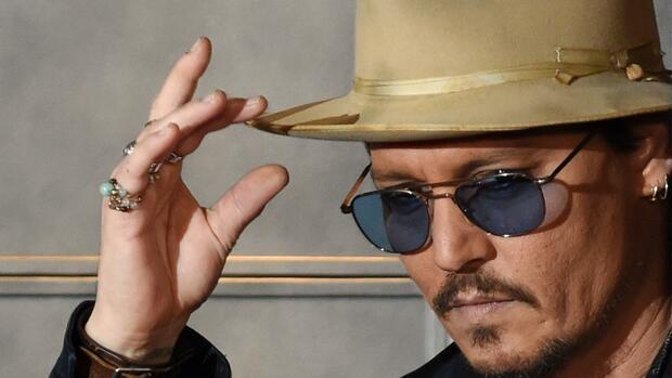 Serie: Stilikonen: Wie Johnny Depp mit Schmuck und Hut auf die richtigen Accessoires setzt - Handelsblatt