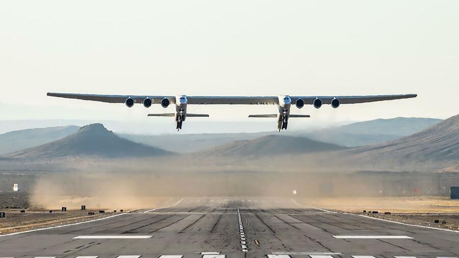 Stratolaunch: Der Jungfernflug des größten Flugzeugs der Welt