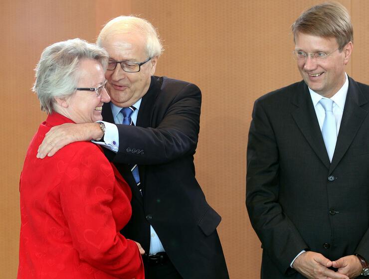 Bildungsministerin Annette Schavan mit FDP-Fraktionschef Rainer Brüderle. Quelle: dpa/picture alliance