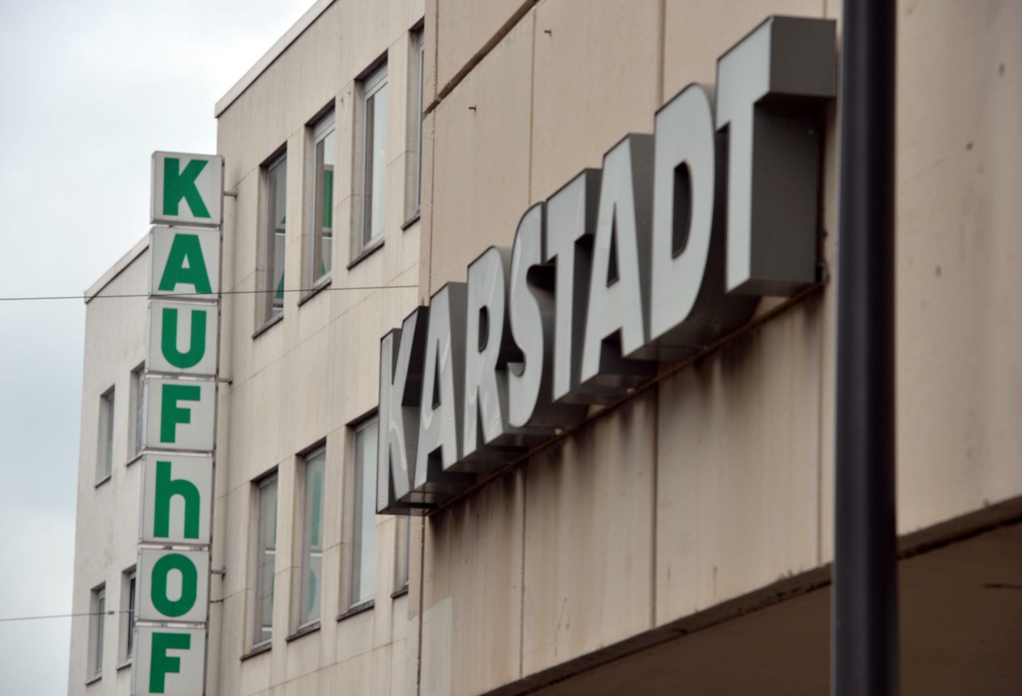 85b58958b42168 Kaufhof und Karstadt  Die Hürden auf dem Weg zur Warenhaus AG