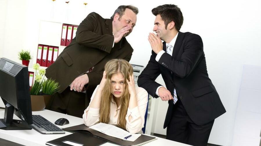 wer merkt dass die kollegen schlecht ber ihn reden sollte laut karriereexpertin leitner auf - Mobbing Am Arbeitsplatz Beispiele