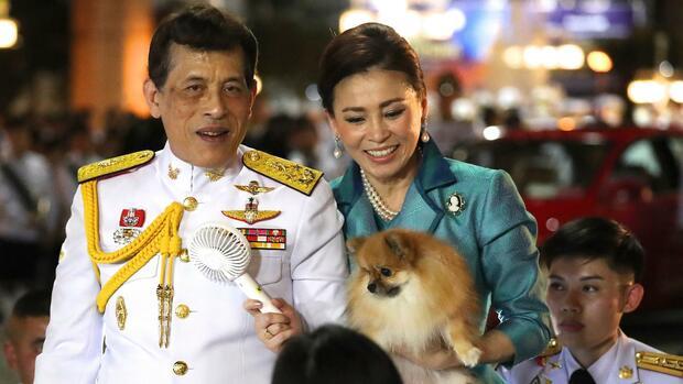 Maha Vajiralongkorn : Anteilseigner, Immobilienbesitzer, König: Wie Thailands Monarch enorme Wirtschaftsmacht anhäufte
