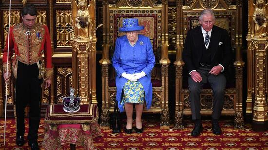 Diss gegen May? Queen setzt auf Anti-Brexit-Hut statt Krone