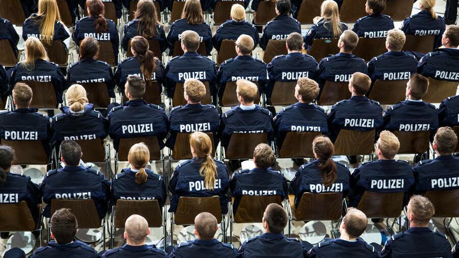 Mobbing, Gewalt, Rassismus: Die Polizei und das Gesetz des Schweigens