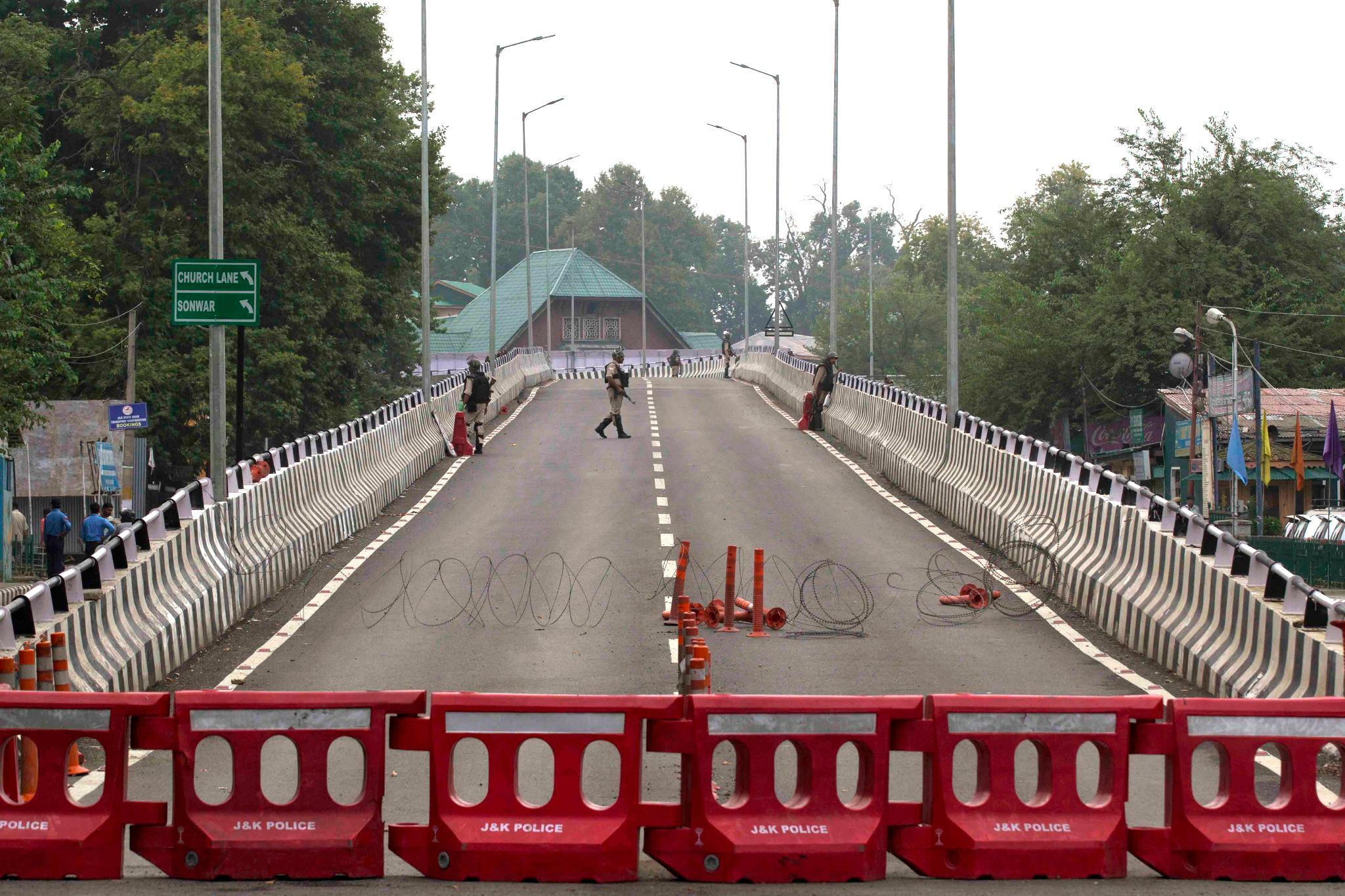 Indien lockert Blockade und Ausgangssperren in Kaschmir