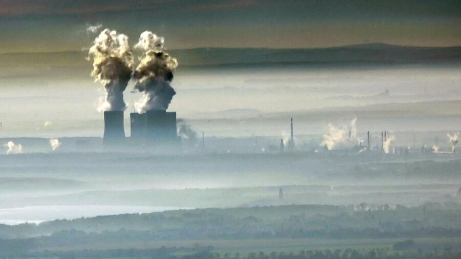Die EU-Kommission will CO2-Zertifikate teurer machen. Quelle: ap