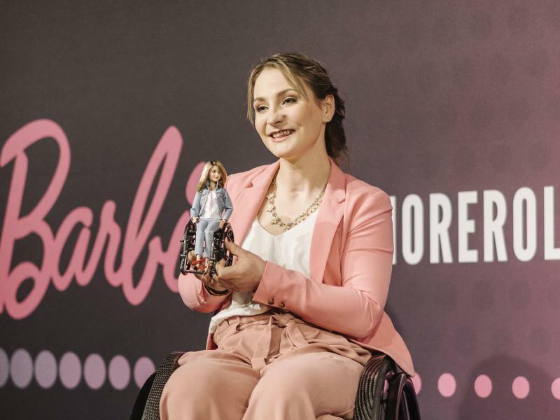 """Hersteller ehrt Vogel mit eigener """"Barbie""""-Puppe"""