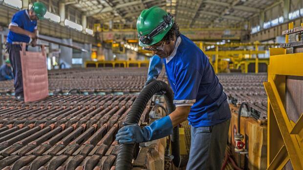 Rohstoffe : Ungewöhnliche Preisentwicklung bei Kupfer und Öl: Was sagt das über die globale Wirtschaft?