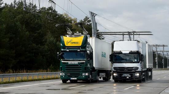 Dritte Teststrecke mit Oberleitungen für LKW startet in Hessen