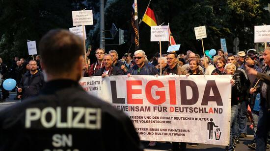 Legida-Bündnis zieht unter Gegenprotesten durch Leipzig