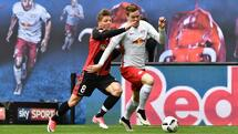 Leipzig's defender Marcel Halstenberg (R) vies with Freiburg's midfielder Mike Frantz during the Bundesliga match RB Leipzig vs SC Freiburg in Leipzig on April 15, 2017. Leipzig won 4 to 0, earning themselves a spot in next season's champions league. / AFP PHOTO / John MACDOUGALL / RESTRICTIONS: DURING MATCH TIME: DFL RULES TO LIMIT THE ONLINE USAGE TO 15 PICTURES PER MATCH AND FORBID IMAGE SEQUENCES TO SIMULATE VIDEO. == RESTRICTED TO EDITORIAL USE == FOR FURTHER QUERIES PLEASE CONTACT DFL DIRECTLY AT + 49 69 650050 Quelle: AFP; Files; Francois Guillot