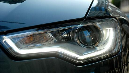 led beleuchtung am auto der leuchtende lidstrich sicher schick und teuer. Black Bedroom Furniture Sets. Home Design Ideas