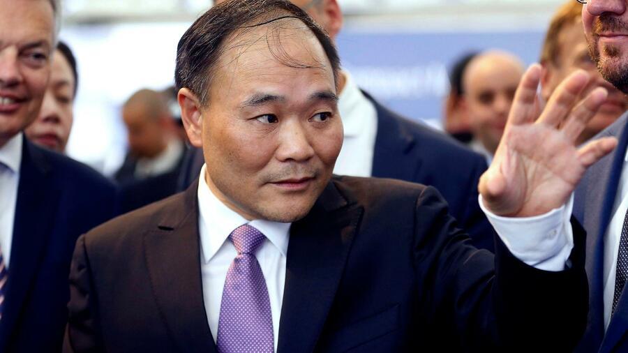 Geely-Chef Li Shufu kauft fast 10 Prozent an Daimler - Größter Aktionär