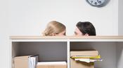 Interessenskonflikte: Warum Unternehmen keine intimen Beziehungen unter Kollegen wollen
