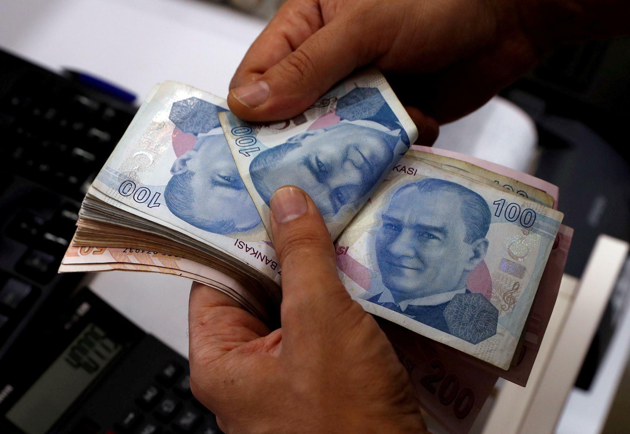 Warum die Lira über Nacht um zehn Prozent absackt