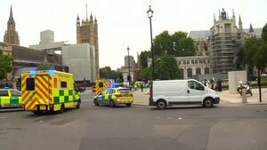 London – Auto rast in Absperrung vor Parlament