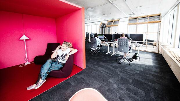 b ro der zukunft das gro e spielfeld der adidas mitarbeiter. Black Bedroom Furniture Sets. Home Design Ideas