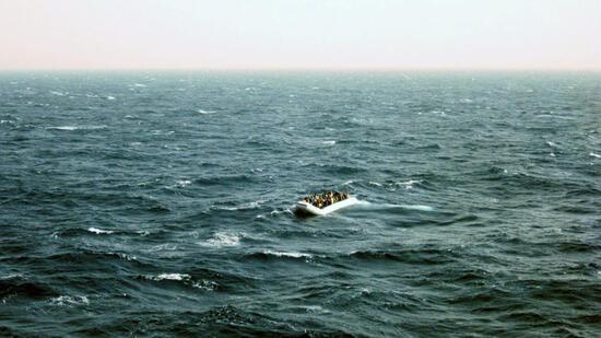 Kampfhubschrauber feuert auf Flüchtlingsboot: 31 Tote