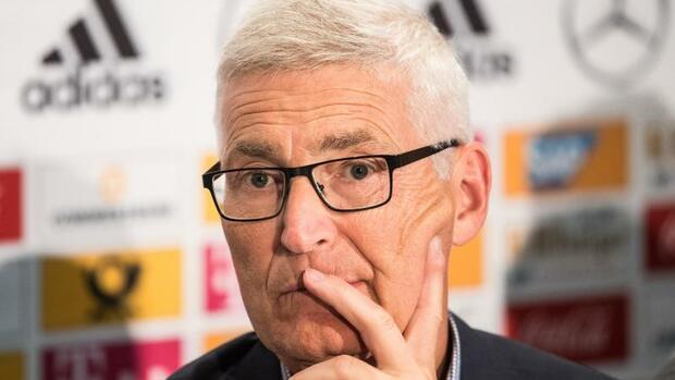 Fußball: Schiedsrichter-Chef Fröhlich: Videobeweis wird bei WM kommen